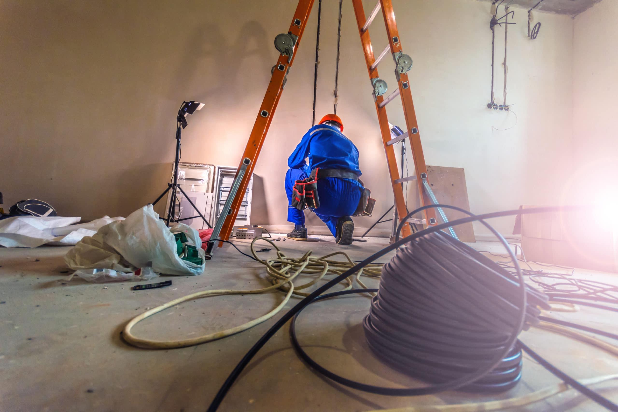 Elektriker auf der Baustelle